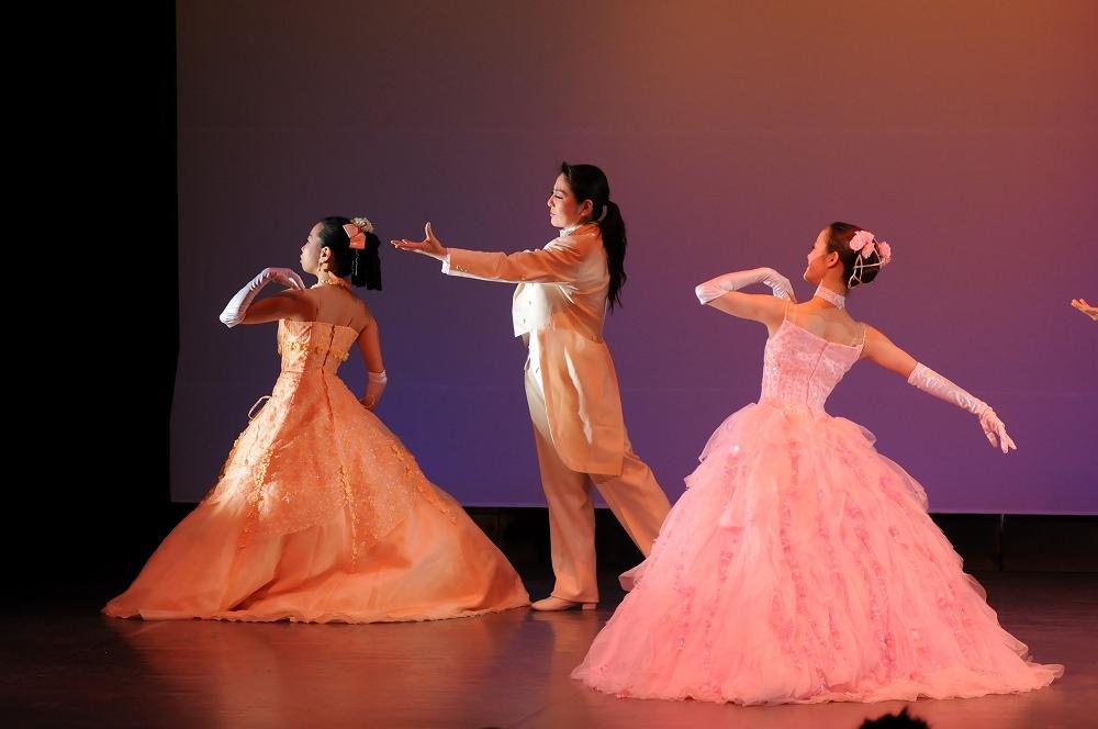 宝塚歌劇団出身の講師が躍る為の基本と楽しさを伝えます!